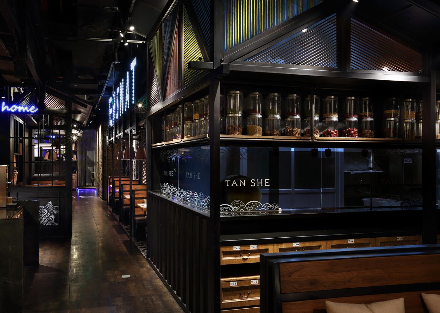 餐饮空间设计公司·艺鼎设计作品:炭舍,川味风情餐厅设计